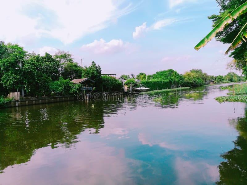 Os feriados dos azul-céu do lago da água do canal viajam viagem imagem de stock