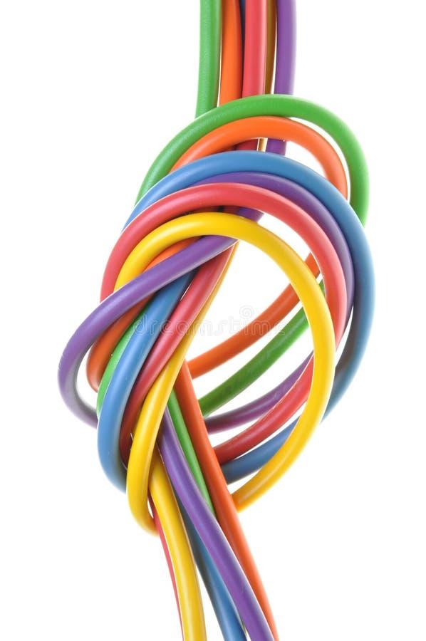 Os fios coloridos elétricos com nó fotografia de stock