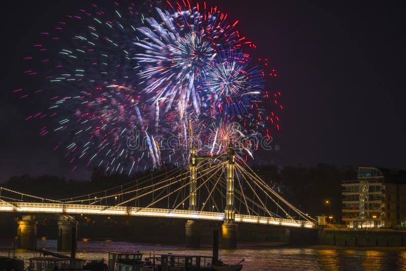 Os fogos-de-artifício indicam em Londres, Reino Unido fotografia de stock royalty free