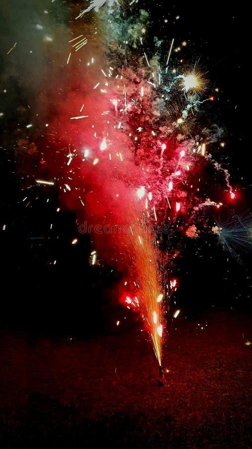 Os fogos de artifício retardam o modo fotos de stock