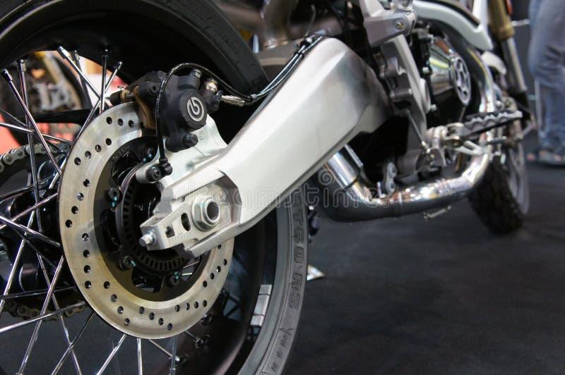 Os freios de disco da motocicleta s?o exigidos para fornecer mais aperto aos pneus e para permitir os cavaleiros de parar durante imagem de stock