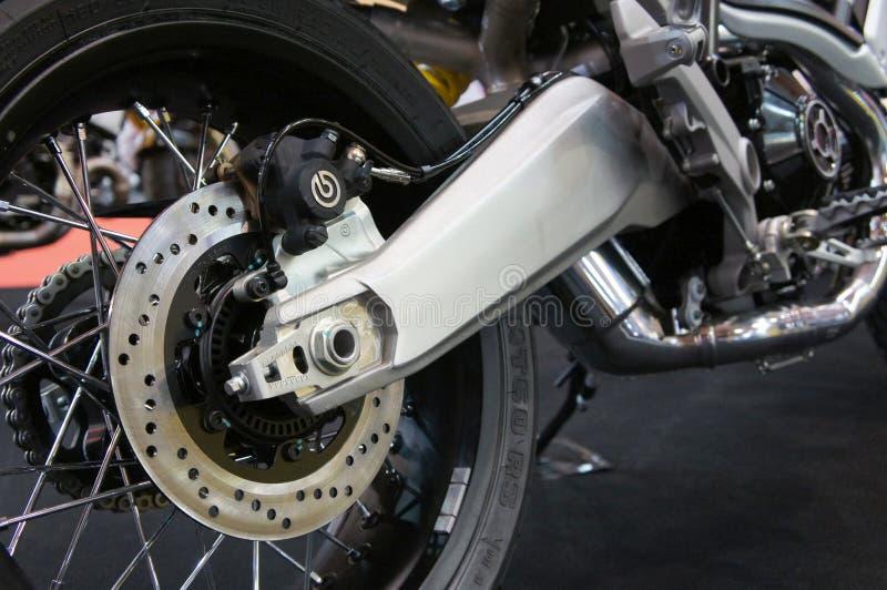 Os freios de disco da motocicleta s?o exigidos para fornecer mais aperto aos pneus e para permitir os cavaleiros de parar durante fotos de stock