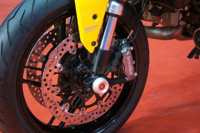 Os freios de disco da motocicleta s?o exigidos para fornecer mais aperto aos pneus e para permitir os cavaleiros de parar durante fotografia de stock