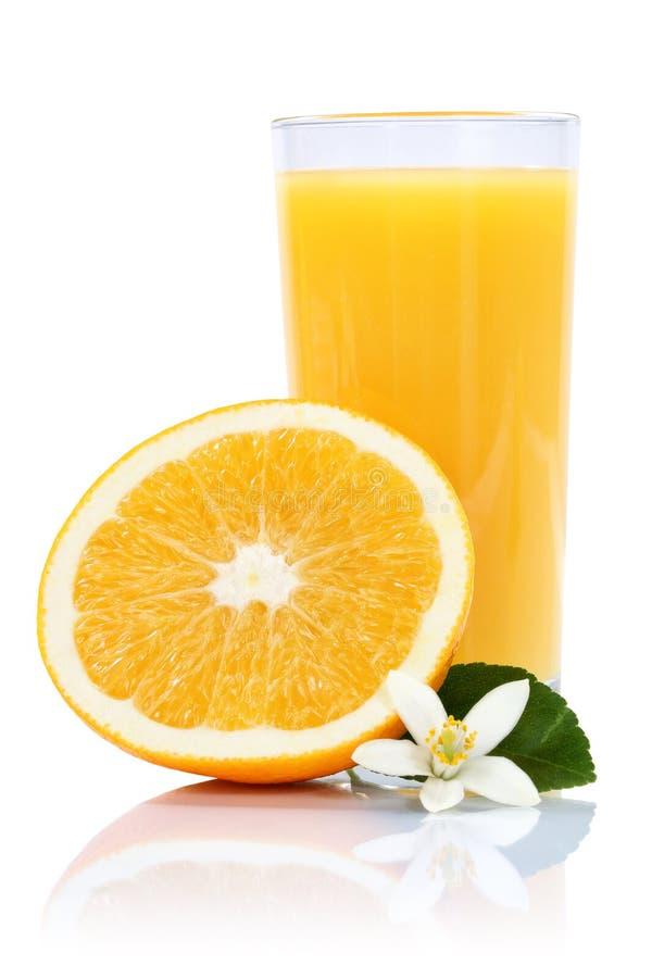 Os frutos do fruto das laranjas do suco de laranja isolaram o formato de retrato no wh foto de stock