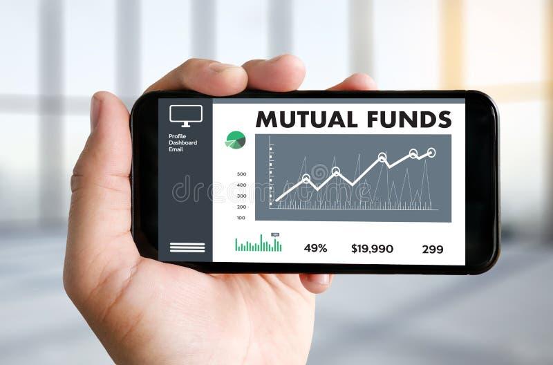 Os FUNDOS DE INVESTIMENTO ABERTO financiam e dos dinheiros, foco no fundo de investimento aberto o conceito dentro fotos de stock royalty free