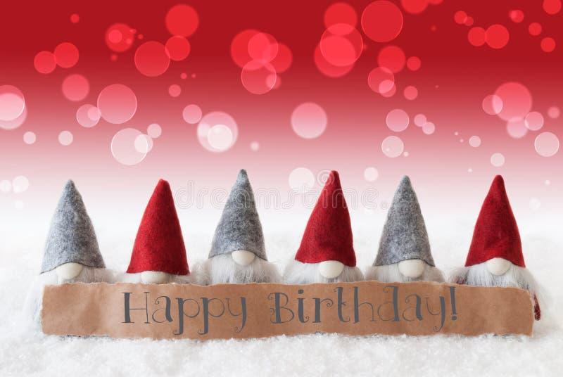 Os gnomos, fundo vermelho, Bokeh, Text o feliz aniversario imagem de stock