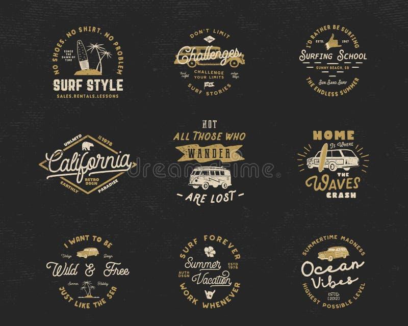 Os gráficos e os emblemas surfando do vintage ajustaram-se para o design web ou a cópia Moldes do logotipo do surfista Crachás da ilustração do vetor