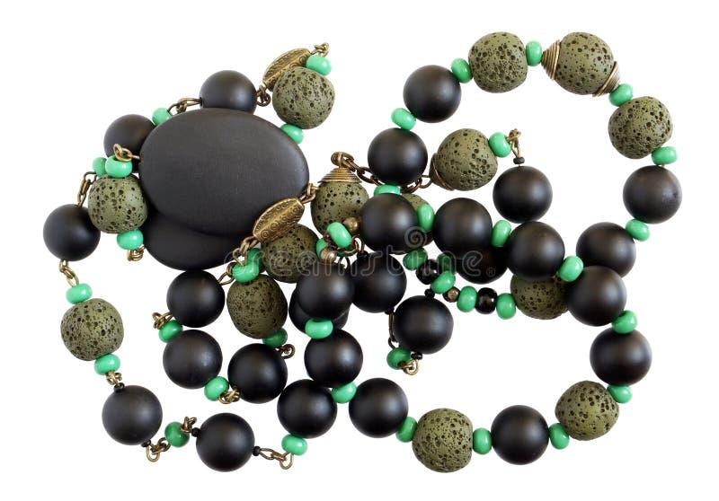 Os grânulos fêmeas caseiros são feitos de uma pedra preta e verde do ônix foto de stock