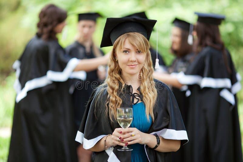 Os graduados do celibatário comemoram foto de stock royalty free