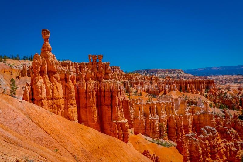 Os grandes pináculos cinzelaram afastado pela erosão no parque nacional da garganta de Bryce, Utá, EUA O pináculo o maior é chama fotos de stock