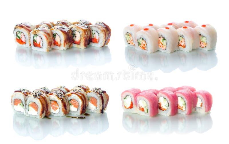Os grupos de rolos da colagem do sushi muito diferentes em um fundo branco em cores diferentes para o menu ou o Web site imagens de stock royalty free