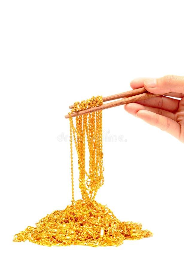 Os hashis com goiden as correntes isoladas fotografia de stock royalty free