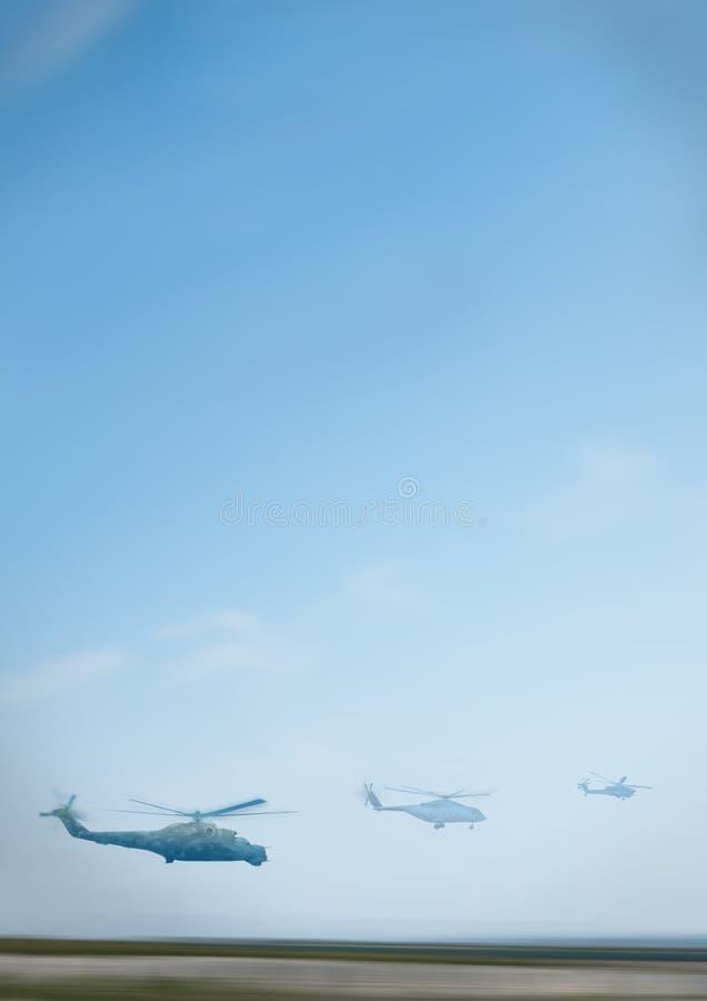 Os helicópteros apressam silhuetas de voo ilustração stock