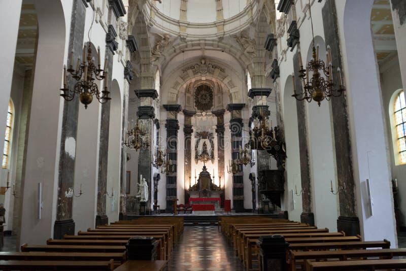 Os interiores de uma igreja em Bruxelas imagens de stock