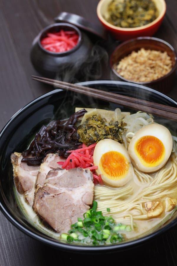 Os japoneses ramen macarronetes foto de stock royalty free