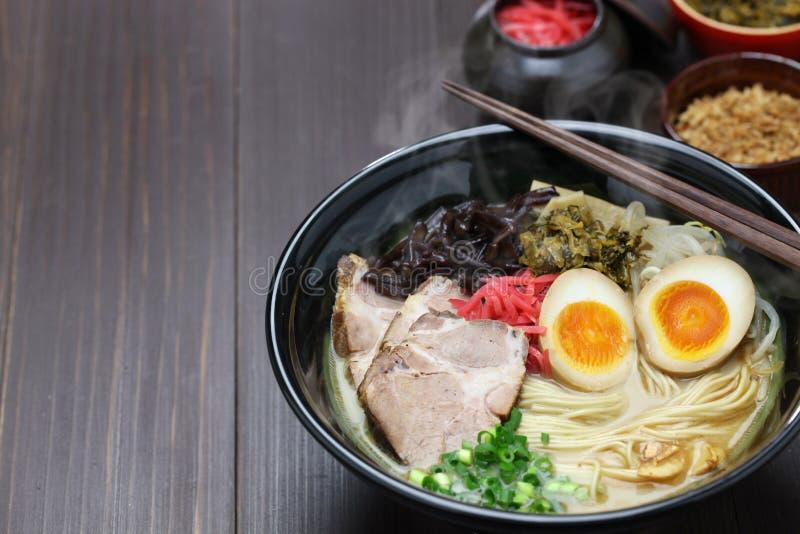 Os japoneses ramen macarronetes imagem de stock