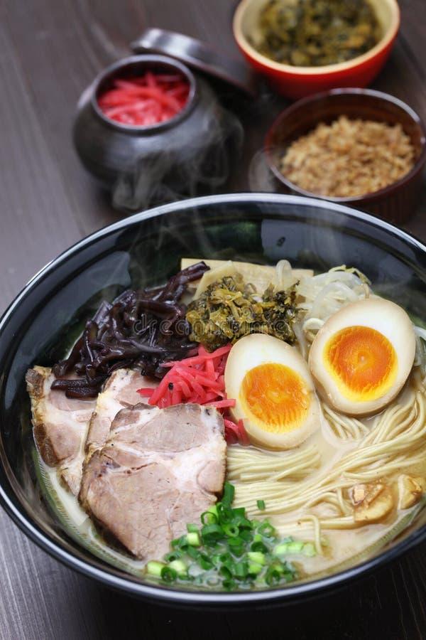 Os japoneses ramen macarronetes fotografia de stock
