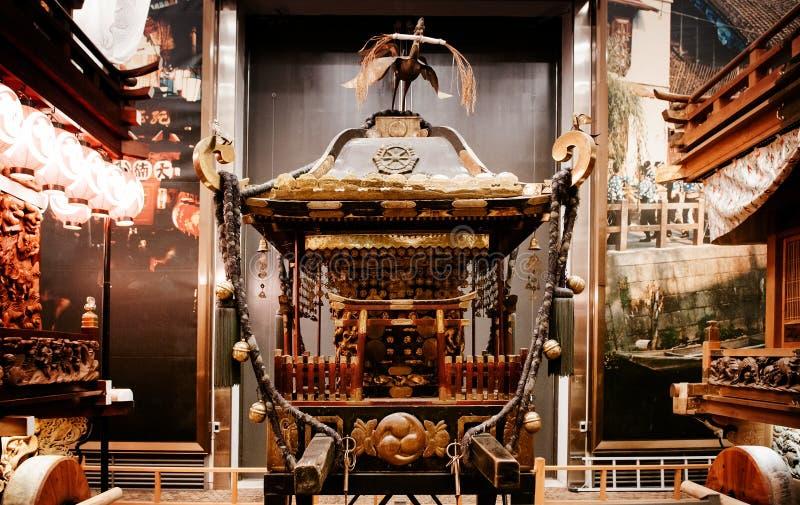 Os japoneses velhos do vintage flutuam o santuário, Gion Matsuri, fe grande de Sawara fotos de stock