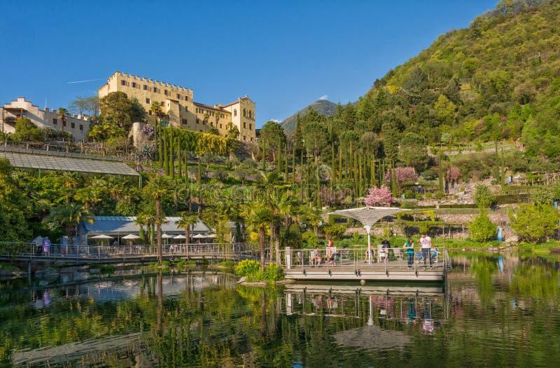 Os jardins botânicos de Trauttmansdorff fortificam, Merano, Tirol sul, Itália, imagens de stock royalty free