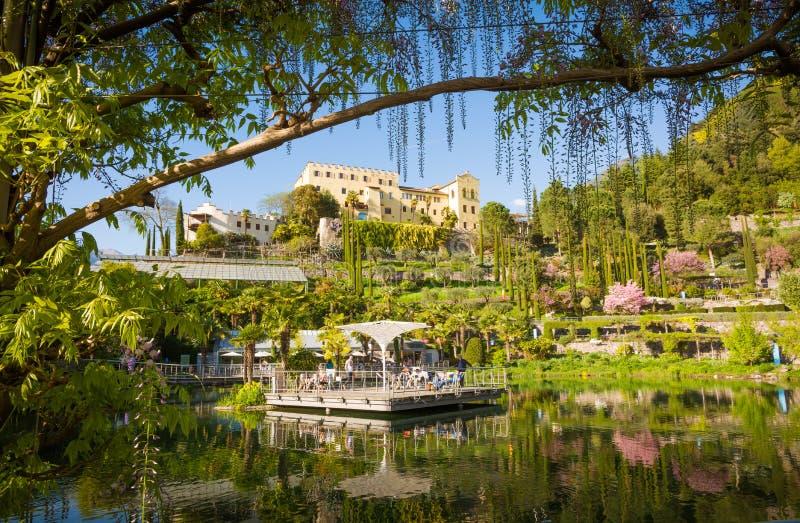Os jardins botânicos de Trauttmansdorff fortificam, Merano, Tirol sul, Itália, imagem de stock royalty free