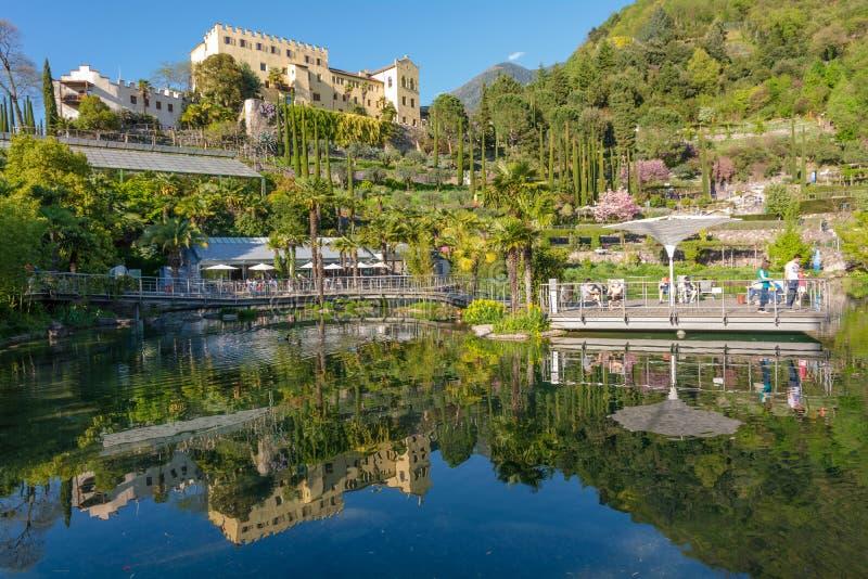 Os jardins botânicos de Trauttmansdorff fortificam, Merano, Tirol sul, Itália, fotos de stock