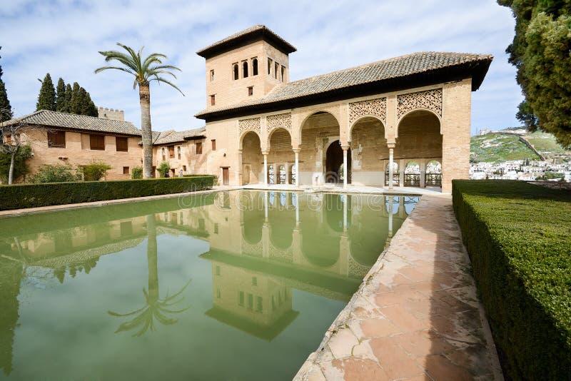 Os jardins de Partal de Alhambra em Granada foto de stock royalty free