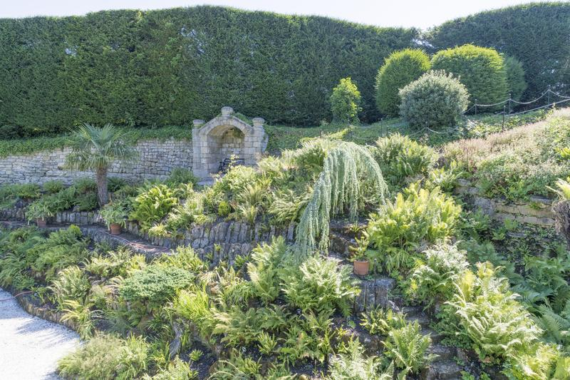 Os jardins em Brodsworth Salão, Doncaster, Inglaterra imagem de stock