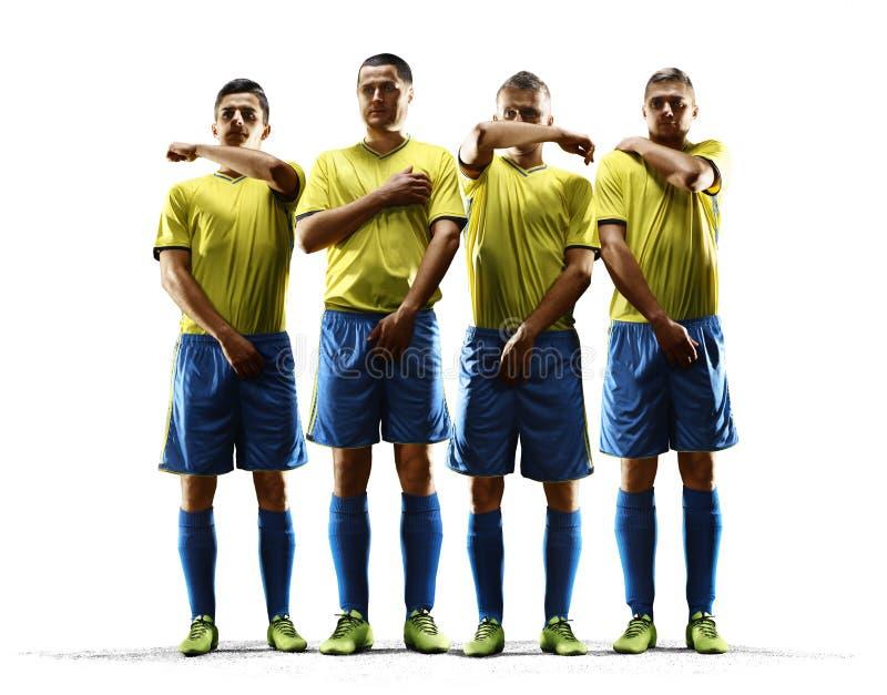 Os jogadores de futebol profissionais formaram uma parede para proteger a porta da pena fotos de stock