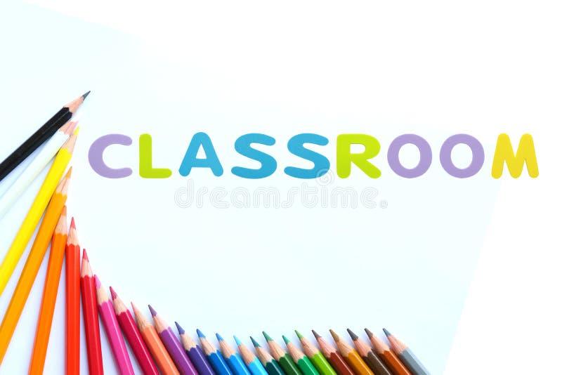Os lápis coloridos acenam com borracha de esponja do alfabeto do texto imagens de stock royalty free