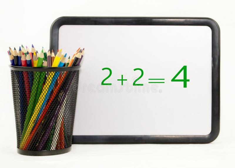 Os lápis coloridos com matemática secam a placa do Erase imagem de stock