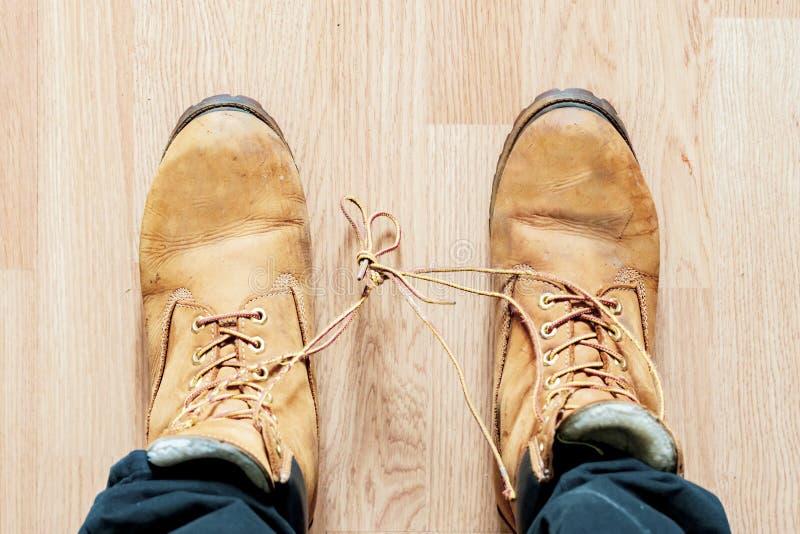 Os laços de sapatas amarraram entre si no dia b do tolo do aprill imagens de stock royalty free