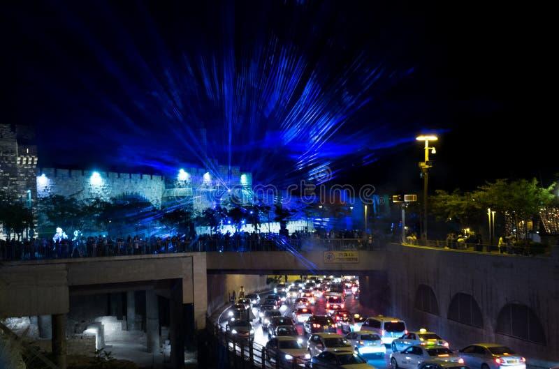 Os lasers azuis mostram no festival da luz do Jerusalém imagem de stock royalty free