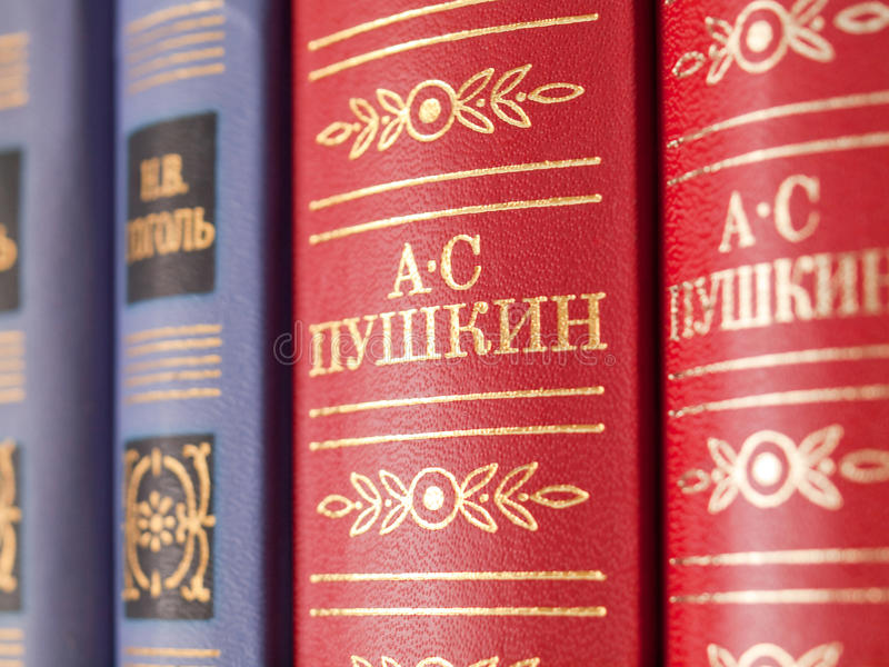 Os livros de autores clássicos do russo fotos de stock royalty free