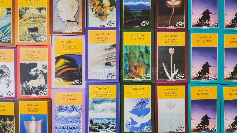 Os livros turcos da literatura indicaram em um suporte no livro de Eskisehir favoravelmente fotos de stock royalty free