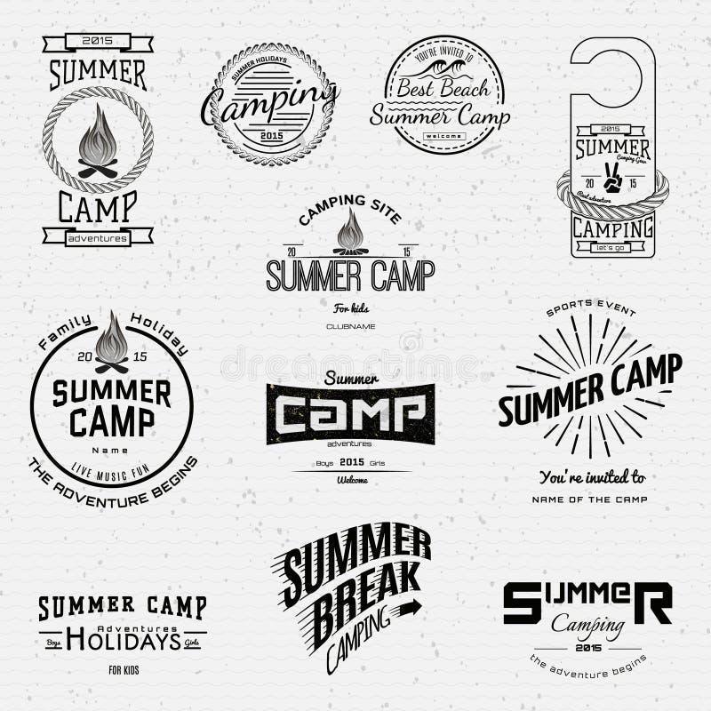 Os logotipos e as etiquetas dos crachás do acampamento de verão para alguns usam-se ilustração stock