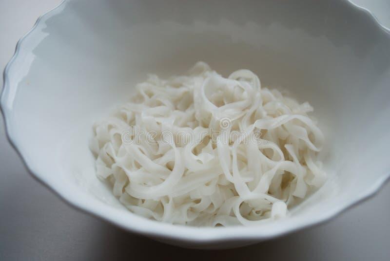 Os macarronetes de arroz cozinharam claramente imagem de stock