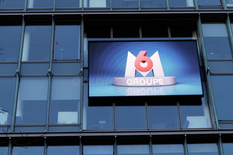 Os meios M6 franceses agrupam o Neuilly-sur-Seine Paris França das matrizes imagem de stock royalty free