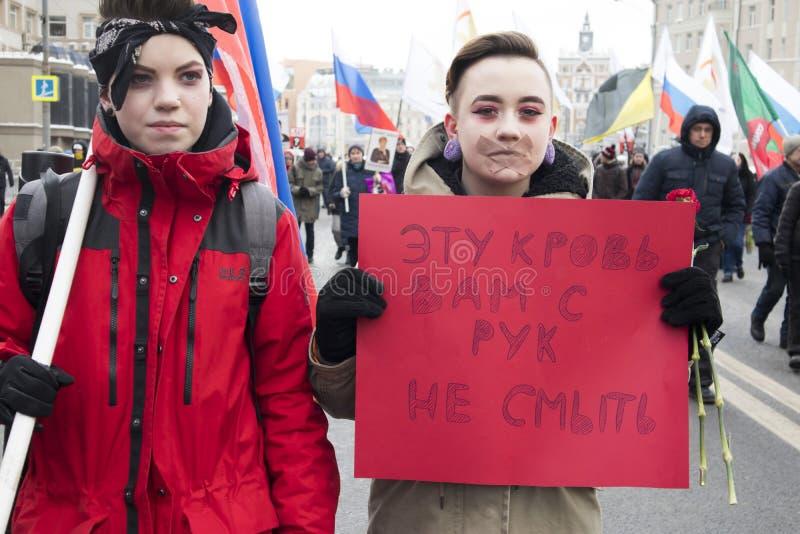Os milhares reagrupam em Moscou para comemorar o líder de oposição massacrado antes da eleição foto de stock royalty free