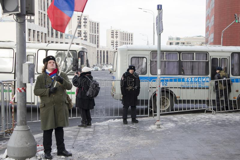 Os milhares reagrupam em Moscou para comemorar o líder de oposição massacrado antes da eleição fotografia de stock