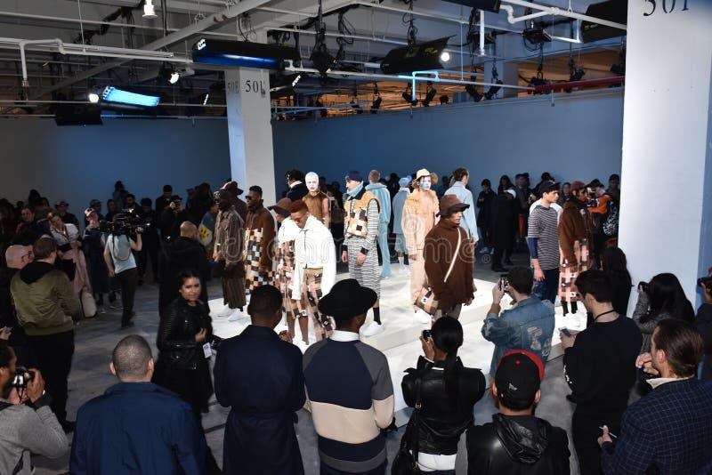 Os modelos levantam na apresentação aciganada do esporte durante a queda dos homens da semana de moda de New York/inverno 2016 fotos de stock