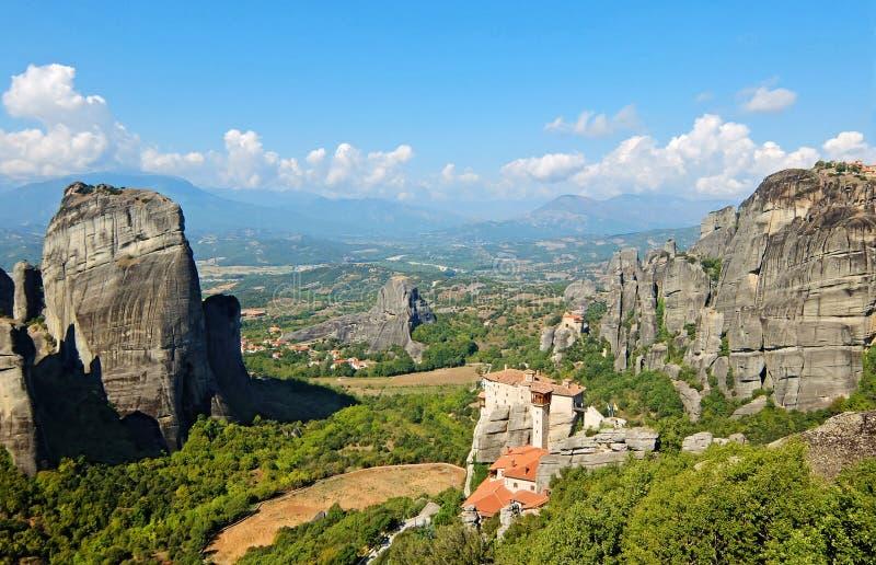 Os monastérios de Meteora em Grécia foto de stock royalty free