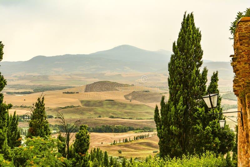 Os montes que cercam Pienza Toscânia imagens de stock