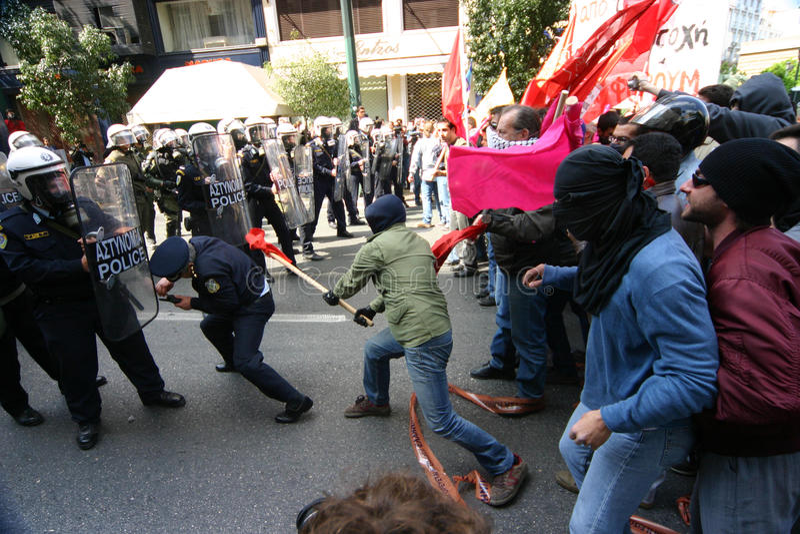 Os motins de Atenas, estudantes reagrupam, 2006 imagem de stock