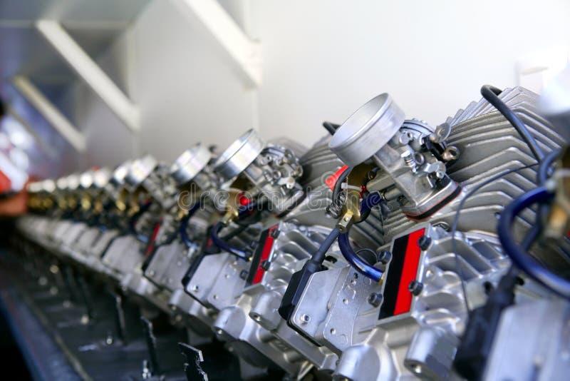 Os motores dos carros do kart alinham para sido inspec fotografia de stock royalty free