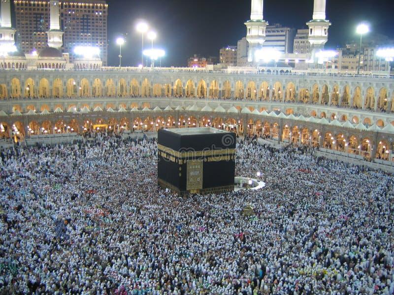 Os muçulmanos aproximam o Kaaba imagem de stock