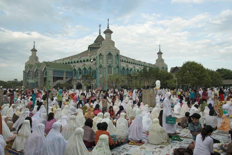 Os muçulmanos pray imagens de stock