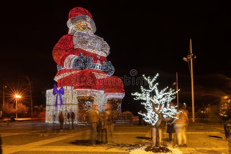 Os mundos Santa Claus a mais grande iluminated por luzes de Natal fotografia de stock royalty free