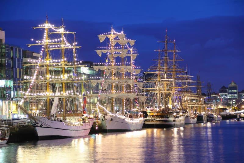 Os navios altos amarraram no Liffey, Dublin imagem de stock