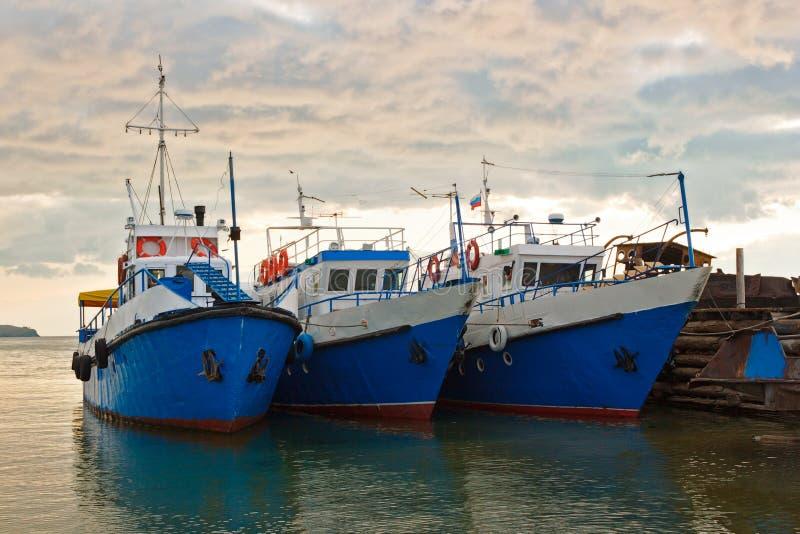 Download Os Navios De Passeio Em Baikal Imagem de Stock - Imagem de descanso, costa: 29829639