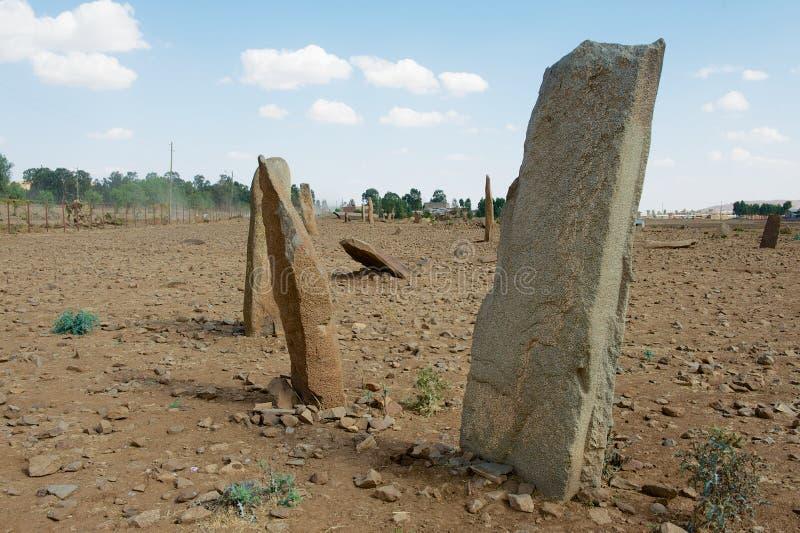 Os obeliscos arruinados antigos colocam em Aksum, Etiópia fotografia de stock royalty free